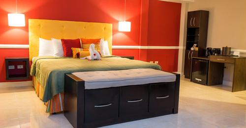 Deluxe Suite - Eden Gardens Hotel