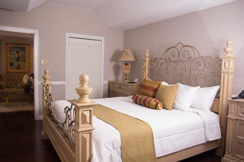 Luxury Suite - Eden Gardens Hotel