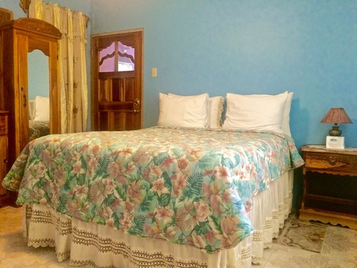 Hibiscus Room - Coral Cottage Jamaica