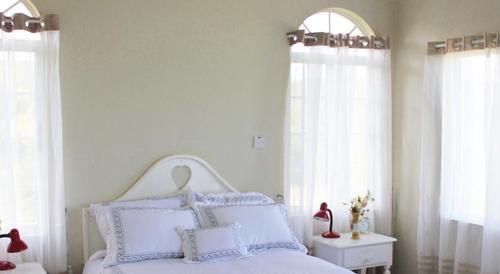 Queen Room - Retreat Greathouse